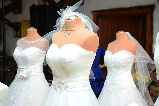 wedding-dress-1236010_640